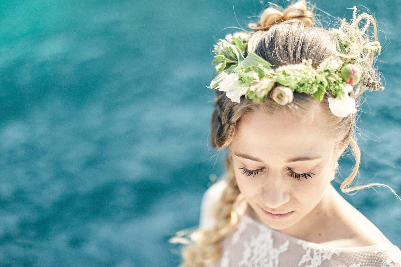 Mariée au dessus de l'eau, pensive à Cassis