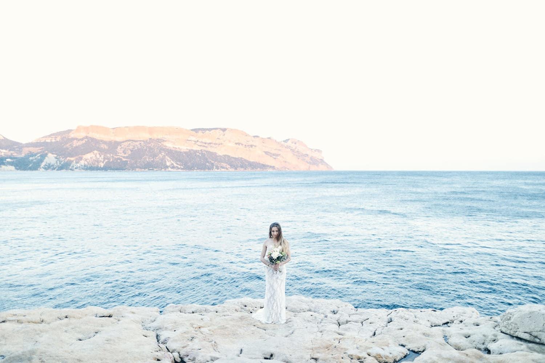 mariée face au coucher de soleil de Cassis