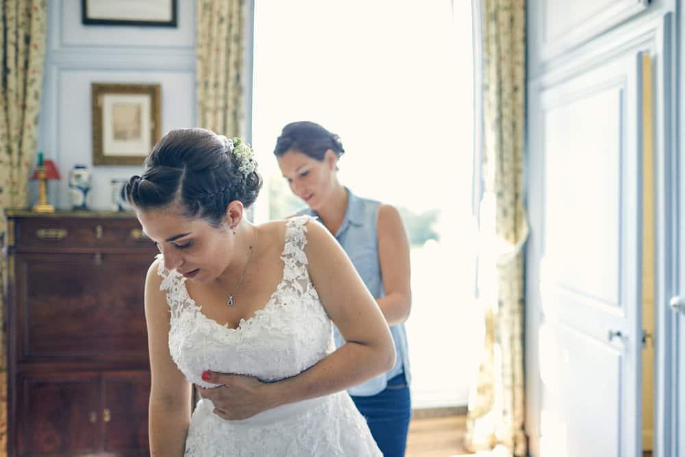 Derniers ajustements de la robe de mariage