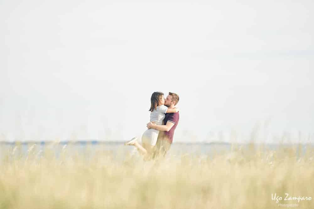 baiser de couple - photographe la rochelle ile de ré