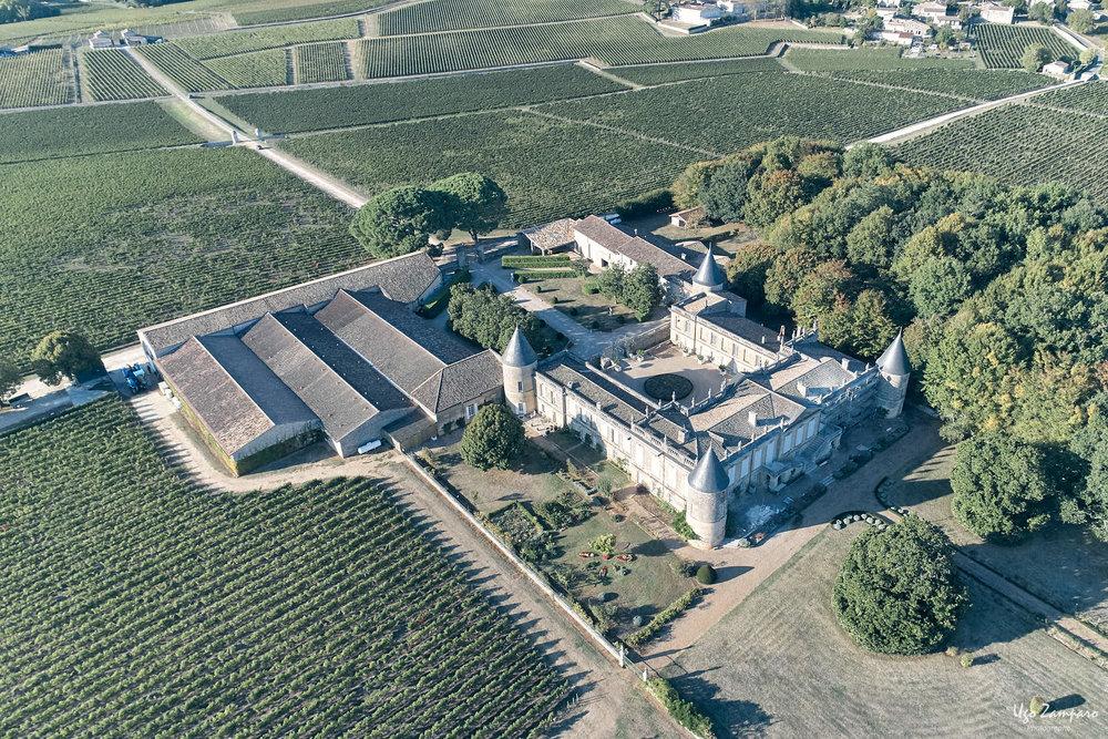 Vue aérienne du Chateau Saint-Georges à Saint-Emilion