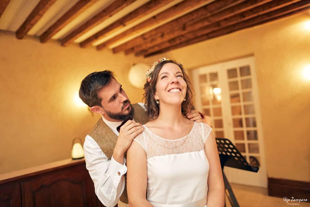 Mariés pendant la cérémonie laïque au Château saint-georges