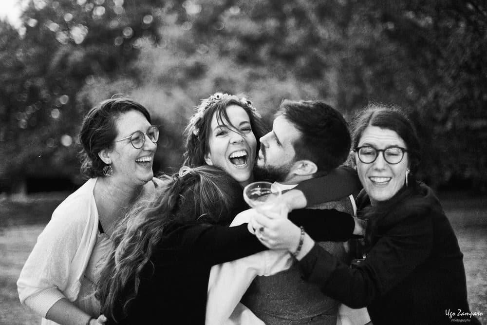 Embrassades d'amis au Château Saint-Georges à Saint-Emilion